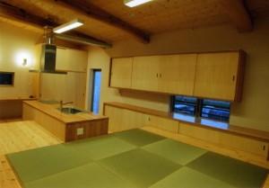 LDK:床座のリビングと視線を合わすため床レベルを調整
