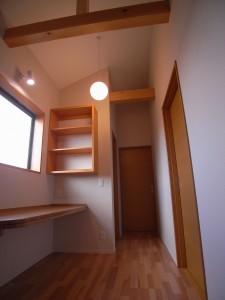 2階ホール カウンターは子供の勉強スペース