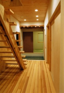 ホール:内外装共に自然素材をふんだんに使用