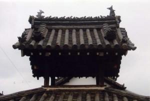 全景-Before:特徴的な棟飾り